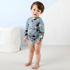 LYMY vauvan body, vaaleansininen - musta | NOSH verkkokauppa | Tutustu lasten kesän 2018 uutuuksiin! Ihastu lastenvaatteiden uusiin printteihin, malleihin ja väreihin. Tilaa omat suosikkisi NOSH vaatekutsuilla, edustajalta tai verkosta >> nosh.fi (This collection is available only in Finland)
