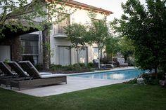 Simple mais verdoyant le jardin de cette maison de charme représente un véritable havre de paix