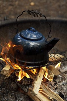 First 100 customers => This kind of Survival Tips Posts For Survival Tips Shelter seems to be completely amazing, ought to bear this in mind when I have a bit of money saved. Coffee Zone, Coffee Is Life, Bushcraft Camping, Open Fires, Cooking Utensils, Camping Hacks, Tea Set, Kettle, Tea Time