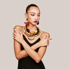 Collar hecho a mano de estilo africano. por havanaflamingo en Etsy                                                                                                                                                                                 Más