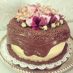 Babando nesse bolo! Pic @milenabettiol  #festejarcomamor #festainfantil #festamenina #maedemenina #aniversarioinfantil #aniversariomenina #festamenino #festameninoemenina #maedemenino #noivado #bodas #miniwedding #weddingday #weddingideas #casamento #ideiasdecasamento #noivas #chocolate #sugar #fete #sobremesa #desejododia #tentacao #euquero by festejarcomamor
