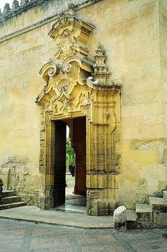 Una de las puertas de entrada a la Mezquita de Córdoba, España by Ayana_Anna