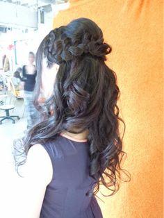 編みこみメインのハーフUPスタイル♪ | 渋谷・道玄坂・明治通りの美容室 hair space COCO 渋谷店のヘアスタイル | Rasysa(らしさ)