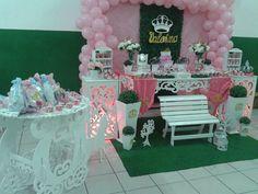 TEMA REALEZA:  príncipes e princesas compareceram na festa para comemorar o 1º aninho da Valentina.
