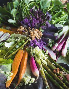 Spring Harvest Salad - Frühlingsernte Salat mit Cheese Granola und Blumenkohlbrösel