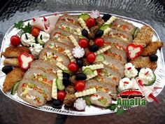 Aperitive reci - idei de platouri aperitive Party Platters, Food Design, Tasty Dishes, Cobb Salad, Cookie Recipes, Sandwiches, Flora, Food And Drink, Appetizers