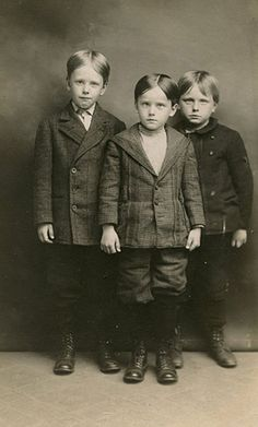 ~+~+~ Antique Photograph ~+~+~ Uh oh, here comes trouble!