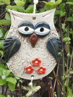 Terrific Snap Shots clay pottery owl Ideas 🖤owls-rock-rule💚so cute💗💗💗💗💗💗 Clay Owl, Clay Birds, Polymer Clay Kunst, Polymer Clay Animals, Polymer Clay Crafts, Hand Built Pottery, Slab Pottery, Ceramic Pottery, Ceramic Owl