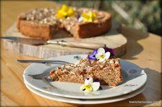 http://kitchenlioness.blogspot.com/2015/04/almond-cake-with-fleur-de-sel.html?showComment=1429409173160