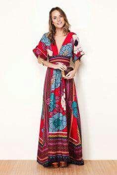 Hermoso vestido rojo con flores grandes