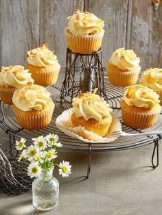 Kokos-Cupcakes mit Mango-Frischkäse-Topping