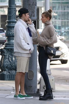 Take a look at all the times Justin Bieber & Hailey Baldwin nailed couple street style… The newly married couple have taken to the streets t. Rihanna Street Style, Model Street Style, Berlin Street Style, Looks Street Style, Autumn Street Style, Casual Street Style, European Street Style, Italian Street Style, Estilo Hailey Baldwin