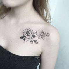 50 stunning collar bone tattoos for women and men - - Mini Tattoos, Large Tattoos, Cool Tattoos, Tattoo Small, Hibiscus Flower Tattoos, Pretty Flower Tattoos, Tattoo Flowers, Pretty Flowers, Floral Tattoo Design