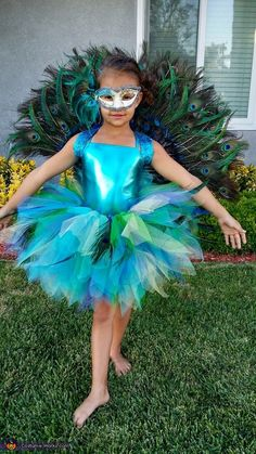 Peacock - Halloween Costume Contest at Costume- Ashley: This is my daughter Zia wearing a Peacock costume I made for her. I ordered the mask and unitard online. To make the back piece I started with a hand. Girls Peacock Costume, Peacock Halloween Costume, Bird Costume, Halloween Costume Contest, Family Halloween Costumes, Halloween Kostüm, Halloween Costumes For Kids, Diy Costumes, Costumes For Women