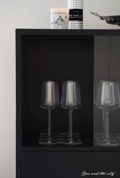 Iittala Essence -glasses:  http://divaaniblogit.fi/charandthecity/2014/05/28/kurkistus-kaappiin-2/