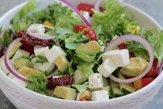 Lite trött på att alltid äta skivad gurka & tomat till maten. Då finns inspiration till sallad i kategorierna längst upp till höger här på sidan. Bland annat denna : En god sallad som man kan ha till allt! Det här behöver du: krispsallad avokado röd paprika gul paprika … Läs mer Cobb Salad, Food, Inspiration, Red Peppers, Biblical Inspiration, Meals, Motivation