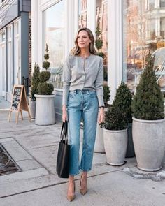 the cardigan is back how to wear with jeans - See Anna Jane the cardigan is back how to wear with jeans everlane cashmere cardigan. Look Fashion, Spring Fashion, Autumn Fashion, Fashion Outfits, Womens Fashion, Preppy Fashion, Classic Fashion, Looks Chic, Looks Style