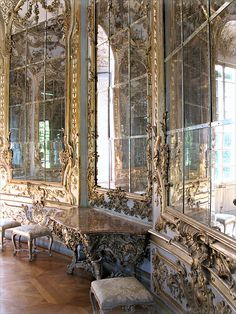 Versailles Hall of Mirrors! Been dying to see this since the first time I learned about the French Revolution. Such a fascinating piece of history. - STYLE DECORUM http://www.styledecorum.com/