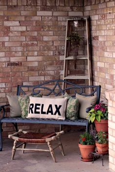 Tracy's Trinkets and Treasures: Final Addition to the Front Porch for Spring/Summer–A Ladder and a Stool