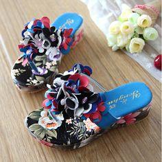 1e7c6fc25 2014 new summer children slippers girls sandals child Princess Shoe hard  sand shoes flower flip flops tide 4  49.98 - 57.20