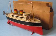 Arnold 13in tin boat ocean liner