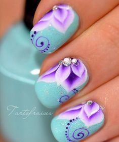 Nail Styles: Why Not Place Flowers on Nails | Nail Design