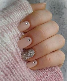 Nail art is a very popular trend these days and every woman you meet seems to have beautiful nails. It used to be that women would just go get a manicure or pedicure to get their nails trimmed and shaped with just a few coats of plain nail polish. Cute Pink Nails, Pink Nail Art, Love Nails, How To Do Nails, My Nails, Chic Nails, Nail Art Rose, Classy Nails, Sweet 16 Nails