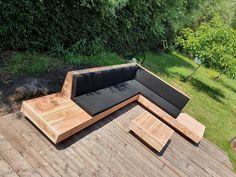 Deck Bench Seating, Built In Garden Seating, Outside Seating, Backyard Seating, Backyard Patio Designs, Outdoor Seating Areas, Outdoor Lounge, Wood Patio Furniture, Diy Garden Furniture