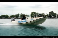 Boston Whaler, Outrage, 21. -Photo Credit © Jeff Rohlfing