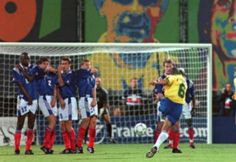 Who can remember this  free kick? AWESOME Goal ! greatest free kick of all time. Roberto Carlos<3