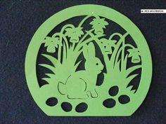 """Sie kaufen hier ein selbstgebasteltes Fensterbild  aus Tonkarton. """"Hase mit Ostergocken""""   Größe ca. 22,5 cm x 20,0 cm Farbe: grün  Versand- und Verpackungskosten: Deutsche Post Brief 2,20..."""