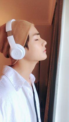 taehyung é extremamente mal humorado e jimin quer ajudá-lo a ver a vi… # Fanfic # amreading # books # wattpad Namjoon, Seokjin, Kim Taehyung, Yoongi, Taehyung 2017, Hoseok, Jimin, Bts Bangtan Boy, Bts Aegyo