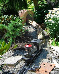 Columbia Gorge G-scale model rail way Garden Railroad trains. I love the logging train with Shay locomotive! Garden Railings, Garden Gates, Garden Train, Train Miniature, Garden Railroad, Hobby Trains, Love Garden, Model Train Layouts, Model Trains