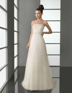 Sencillo, elegante... un strapless para la novia