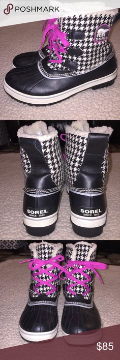 Sorel Tivoli Boots Super cute black and white houndstooth snow boots with hot pink accents. Faux sheepskin Sherpa lining and waterproof leather outside. Perfect condition, worn once! Sorel Shoes Winter & Rain Boots