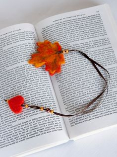 Needle Felted Wool Fall Autumn Orange Leaf Bookmark by LigaKandele Felt Bookmark, Bookmark Craft, Bookmarks Kids, Crochet Bookmarks, Clay Crafts, Felt Crafts, Paper Crafts, Wet Felting, Needle Felting