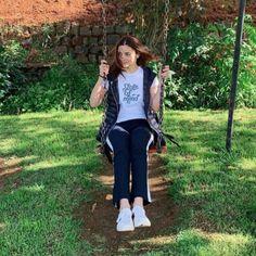 Alia Bhatt channels her inner kid as she enjoys on the swing in Ooty; Bollywood Girls, Bollywood Stars, Bollywood Fashion, Stylish Dress Designs, Stylish Dresses, Cute Preppy Outfits, Aalia Bhatt, Alia Bhatt Cute, Alia And Varun