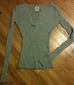 *NEW* Gray Long Sleeve Knit Pullover Shirt V-neck Design Juniors Brand http://www.ebay.com/sch/miss.muckduck/m.html?_nkw=&_armrs=1&_from=&_ipg=&_trksid=p3686