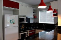 Moderníssima cozinha com tons de vermelho, essa é especial para os amantes das cozinhas atuais. (Particularmente adoro)
