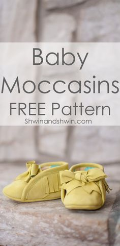 Sewing Baby Baby Moccasins Free Pattern - Remember the cloth baby sneakers? Well I couldn't help but think they would make great moccasins. So I changed the pattern ever so slightly and have the cutest little moccasins. I love the big bow ti Baby Moccasin Pattern, Baby Shoes Pattern, Shoe Pattern, Moccasins Pattern, Beaded Moccasins, Sewing For Kids, Baby Sewing, Sewing Patterns Free, Baby Patterns
