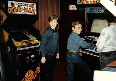 Video Game Arcades In The '80s [10 Pics]