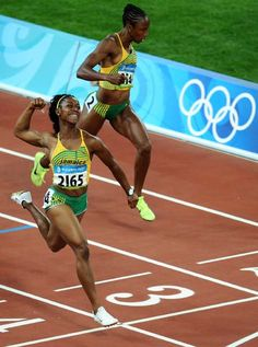 Shelly-Ann Fraser(L) of Jamaica celebrates after winning the women's final - Beijing Olympics 2008 Fitness Models, Fitness Tips, Beijing Olympics, Shelly Ann Fraser, Track Pictures, Sport Top, Female Athletes, Women Athletes, Trail Running