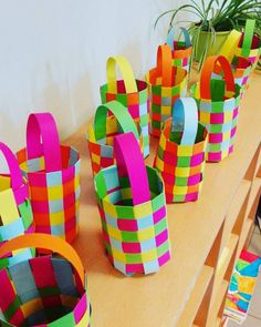 Are you bored at home, want to something creative, crafty? Well we have collected some of the best DIYs that you can do at home which are easy as well, have fun doing these creative DIYs and making cool stuff Clay Crafts, Diy And Crafts, Arts And Crafts, Easter Art, Easter Crafts, Spring Crafts For Kids, Diy For Kids, Chocolate Crafts, Paper Weaving
