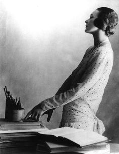 Doris Zinkeisen with her brushes (1929)  Harold Cazneaux    http://3wings.tumblr.com