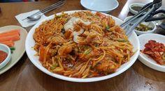 점심시간에 먹어본 내장탕은 깔끔하고  맛도 구수한것이 감칠맛이 참 좋았다 : SPICY FISHES & NOODLE, SPROUTS, VEGGES...
