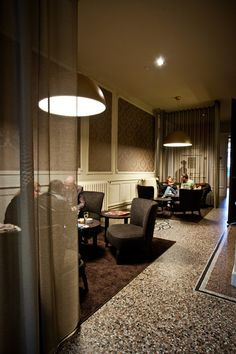 The #hotelbar of Hotel Navarra #Bruges also has an extended lounge, situated next the bar.    http://www.hotelnavarra.com/en/info/254/Bar.html