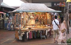On Ohau, visit the International Market Place for bargains and fun.