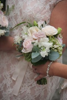 Beautiful Vintage Nude Bridesmaid Bouquets