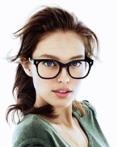 Con la llegada de las lentes de contacto, las gafas para visión han pasado de la categoría de un accesorio necesario a elegante y estiloso. La montura bien elegida puede cambiar radicalmente la imagen y ajustar las proporciones de la cara Emily Didonato, Womens Glasses, Fashion Accessories, Cute, Pictures, Beautiful Women, Faces, Girls In Glasses, Fashion Eye Glasses