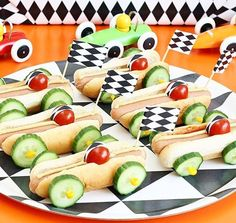 Children's birthday party to celebrate ideas about food (with fruit) games crafts cakes co Kindergeburtstag: Deko Rezepte Spielideen Einladungskarten Food Art For Kids, Cooking With Kids, Food For Children, Children Cooking, Toddler Meals, Kids Meals, Cute Food, Good Food, Funny Food